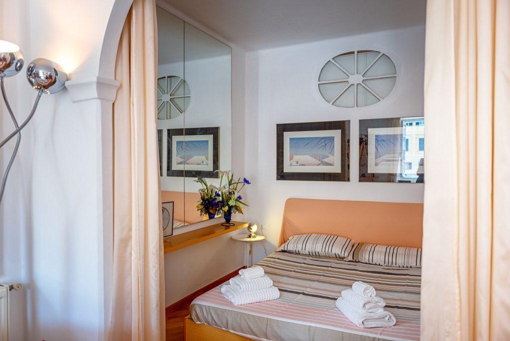 Fotografia d'interni: Particolare letto a Portofino
