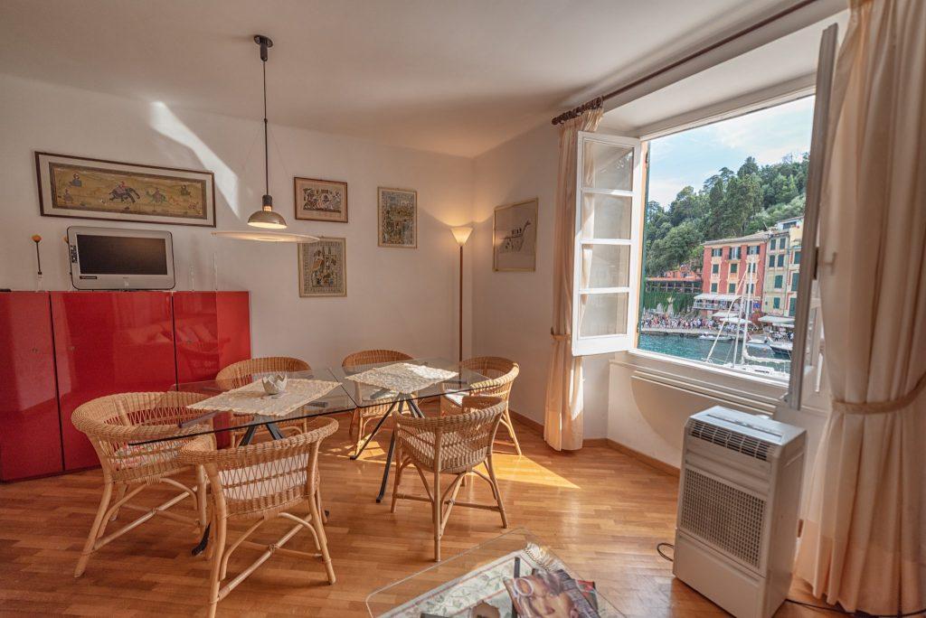 Fotografia d'interni: Salotto con vista mare a Portofino
