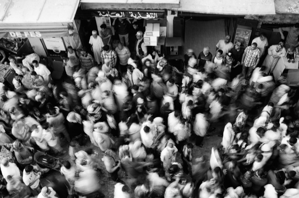Fez, Marocco: La Folla in Movimento