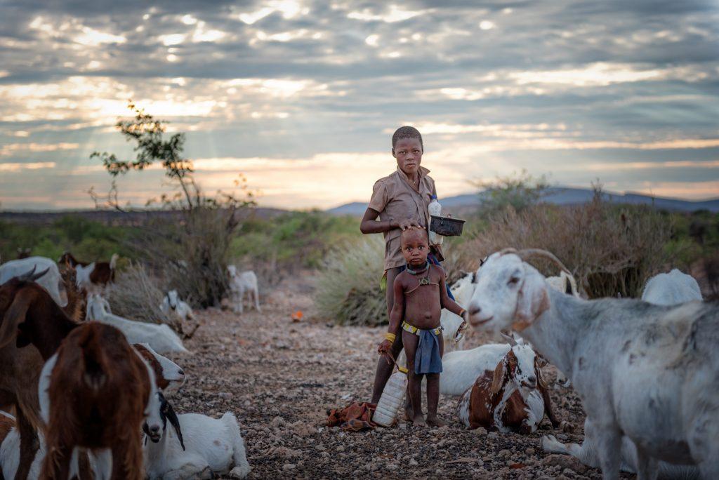 Bambini Himba con Capre