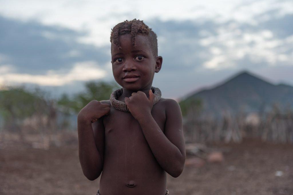 Bambina Himba al Tramonto