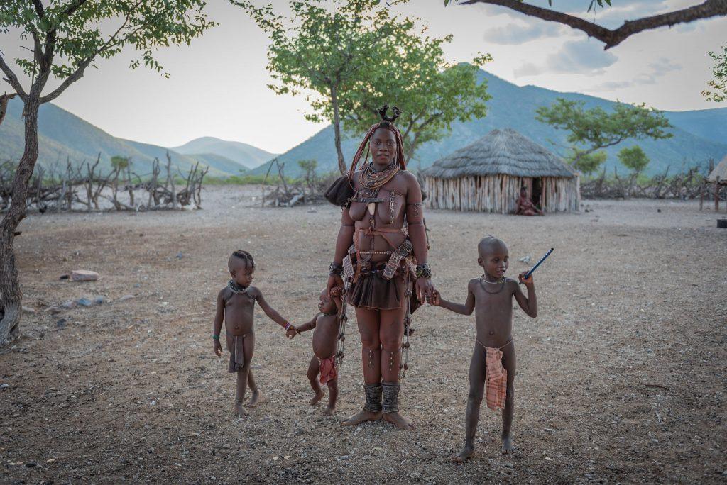 Famiglia Himba: Donna con Bambini