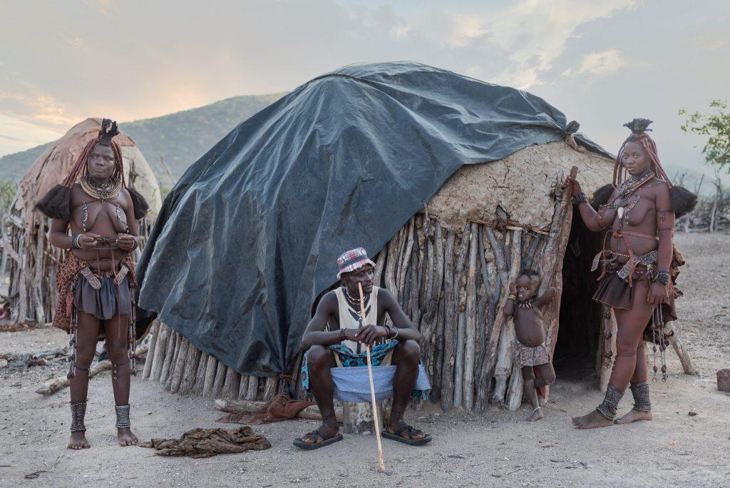 Famiglia Himba al Tramonto