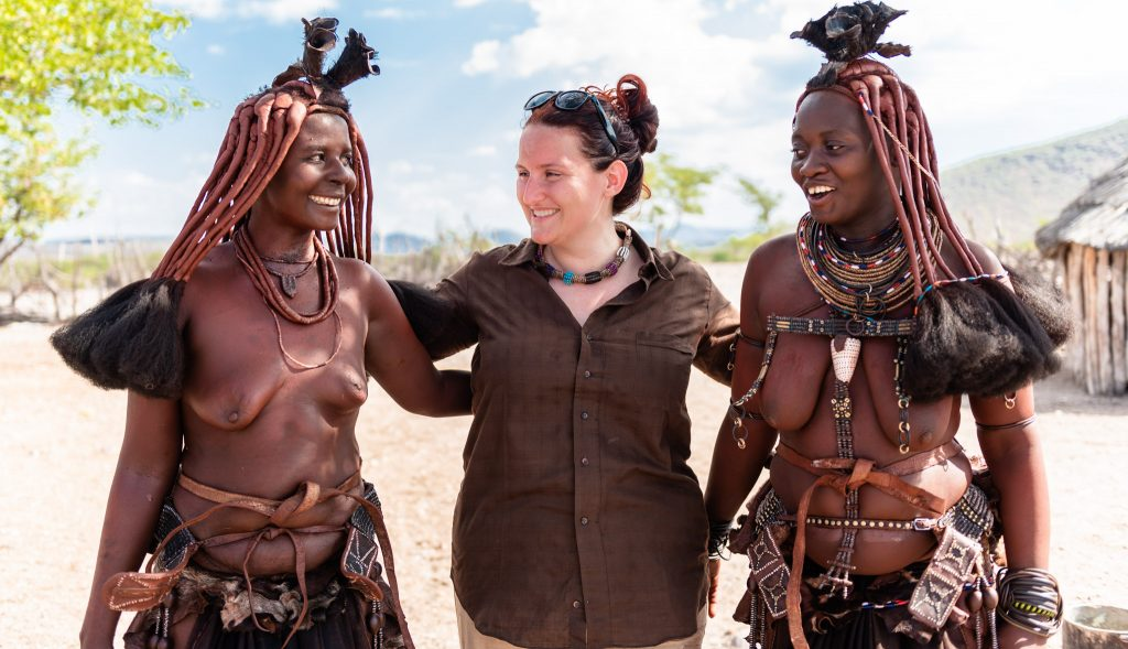 Con due Donne Himba, in Namibia