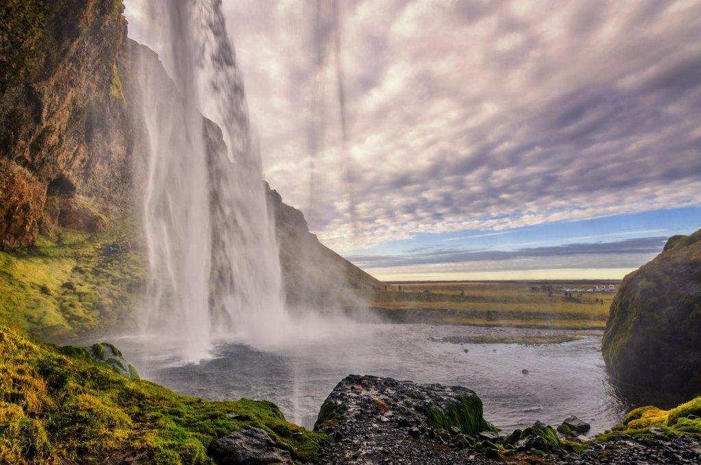 Seljalandsfoss da sotto la cascata, Islanda