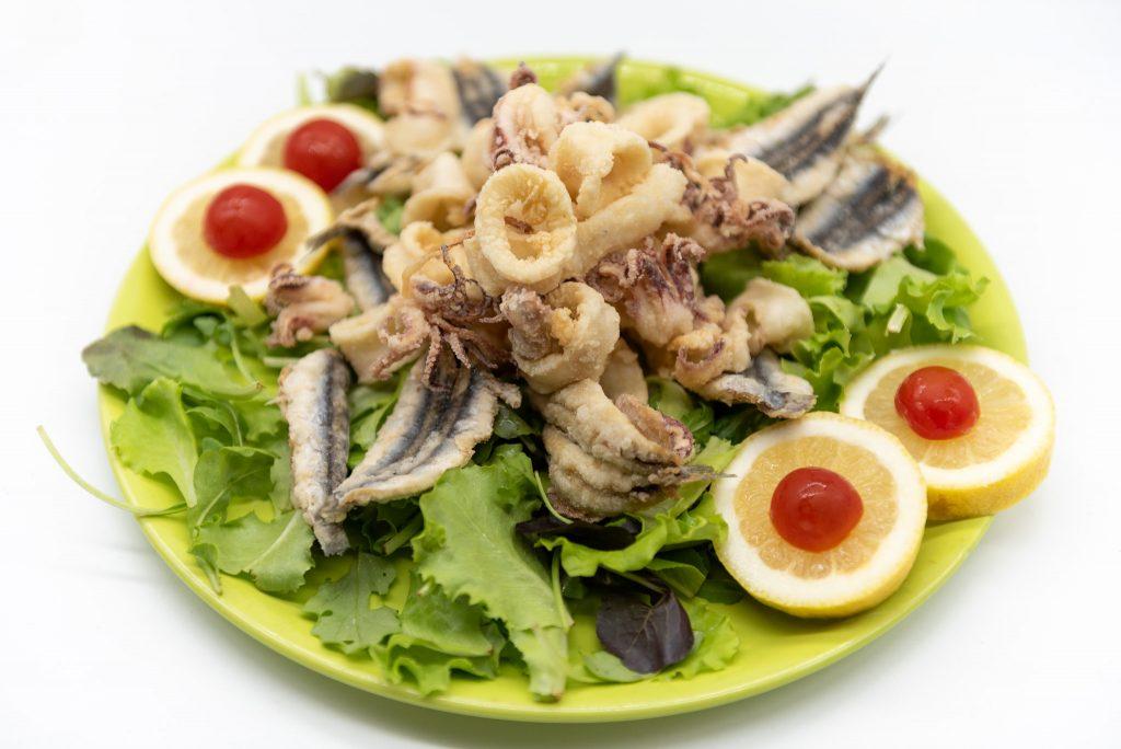 Food photography: fritto misto di pesce (lightbox)