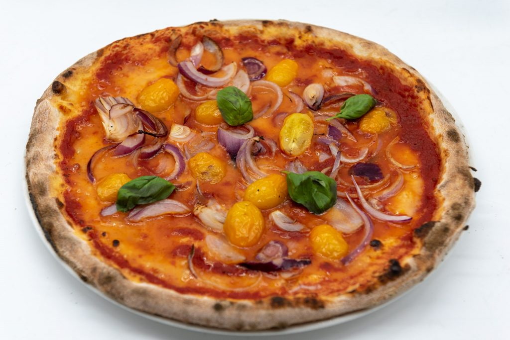 Food photography: pizza vegana (light box)