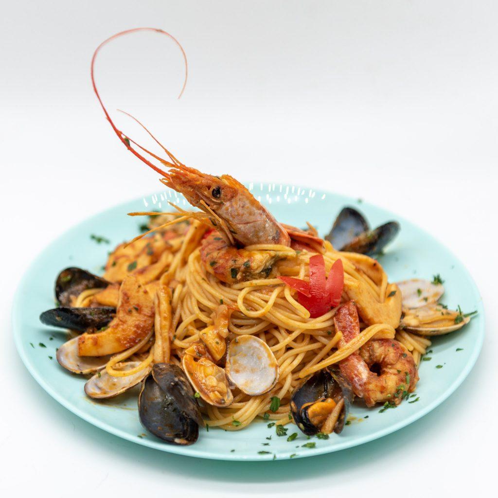 Food photography: spaghetti allo scoglio (light box)